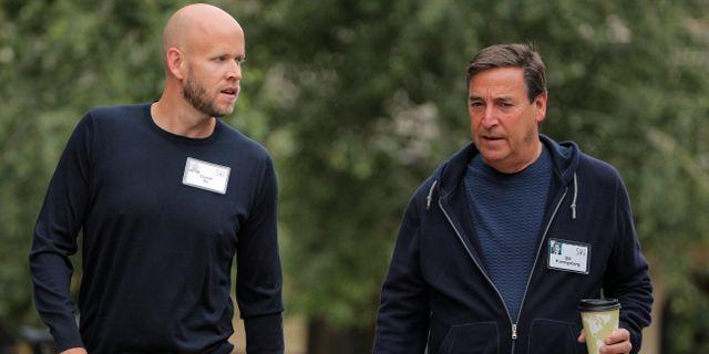 Spotifygrundaren Daniel Ek tillsammans med Horizons Bill Koenigsberg vid mediekonferensen i Sun Valley tidigare i somras.  BRENDAN MCDERMID / TT NYHETSBYRÅN