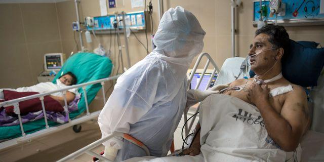 Sjukvårdspersonal i Peru.  Rodrigo Abd / TT NYHETSBYRÅN