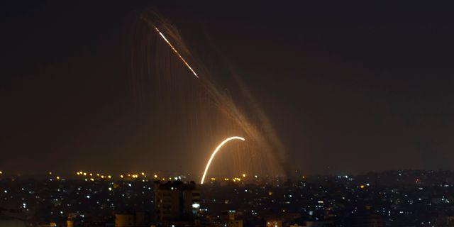Raketeld vid Gazaremsan. Khalil Hamra / TT NYHETSBYRÅN