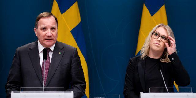 Statminister Stefan Löfven och socialminister Lena Hallengren (S). MAXIM THORE / BILDBYRÅN