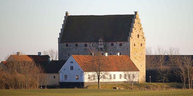 Glimmingehus i Skåne.  Wikipedia