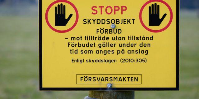 Skylt som visar ett militärt skyddsobjekt. Johan Nilsson/TT / TT NYHETSBYRÅN