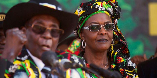 Robert Mugabe och hustrun Grace. Arkivbild. Tsvangirayi Mukwazhi / TT / NTB Scanpix