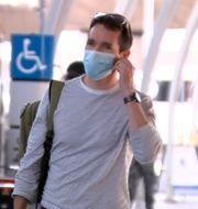 Bill Birtles anländer till Sydneys flygplats. TT NYHETSBYRÅN