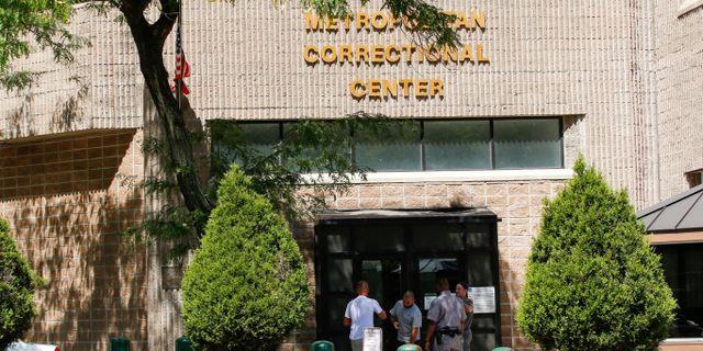 Metropolitan Correctional Center. TT