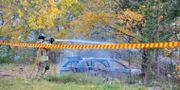 Den misstänkta flyktbilen misstänkts ha bränts i ett industriområde någon kilometer bort.  Niklas Luks/TT / TT NYHETSBYRÅN