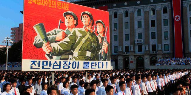 Tiotusentals nordkoreaner som protesterar mot USA:s sanktioner, Pyongyang 2017. Jon Chol Jin / TT / NTB Scanpix