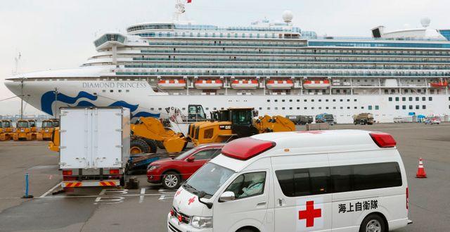 Sjukvårdspersonal på plats vid kryssningsfartyget Diamond Princess. Kenzaburo Fukuhara / TT NYHETSBYRÅN