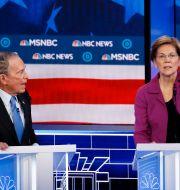 Michael Bloomberg och Elizabeth Warren. John Locher / TT NYHETSBYRÅN