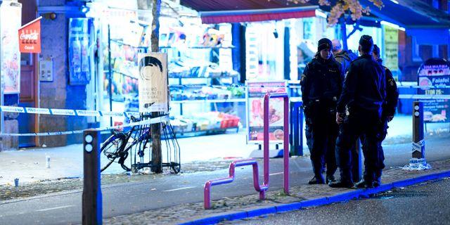 Polisen vid Möllevångstorget i lördags. Johan Nilsson/TT / TT NYHETSBYRÅN