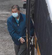 Jimmy Lai i handfängsel på torsdagen Kin Cheung / TT NYHETSBYRÅN