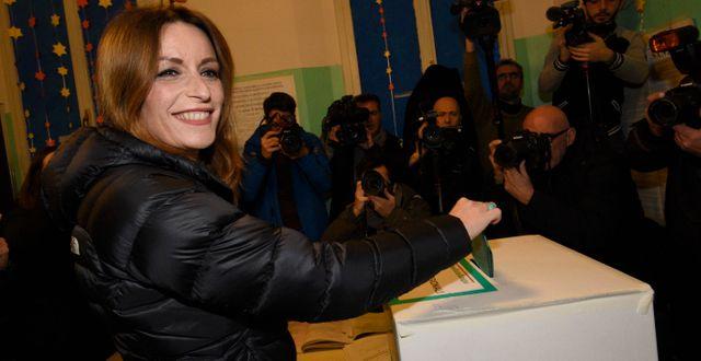 Lega-kandidaten Lucia Borgonzoni röstar i regionvalet. Stefano Cavicchi / TT NYHETSBYRÅN