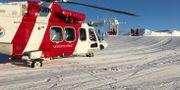 Illustrationsbild. En helikopter från Sjöfartverket var först på plats och vinschade upp männen. Sjöfartsverket