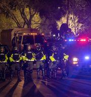 Poliser på rad under en demonstration mot polisvåld i Minneapolis.  Elizabeth Flores / TT NYHETSBYRÅN