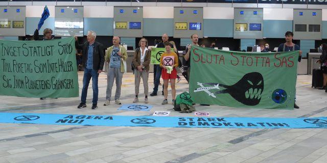 Demonstration på Landvetter flygplats.  Pressbild/Extinction Rebellion.