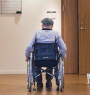 Äldre man i rullstol. Pontus Lundahl/TT / TT NYHETSBYRÅN