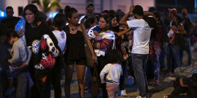Venezuelaner vid gränsen mellan Ecuador och Peru.  Martin Mejia / TT NYHETSBYRÅN/ NTB Scanpix