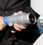 Arkivbild på laddningsstation för elbil. Koji Sasahara / TT / NTB Scanpix