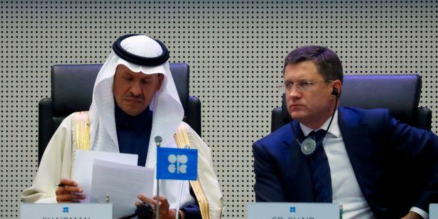 Arkivbild: Saudiarabiens oljeminister Abdulaziz bin Salman Al-Saud tillsammans med Rysslands energiminister Alexander Novak. Leonhard Foeger / TT NYHETSBYRÅN
