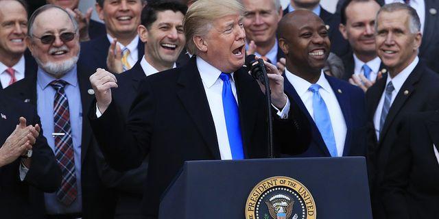 Donald Trump efter att skattepaketet gått igenom i kongressen på onsdagen. TT