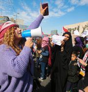 Hundratals kvinnor deltog i protester mot könsseparatistiska demonstrationer i Irak under torsdagen. AHMAD AL-RUBAYE / AFP