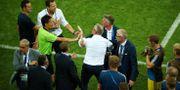 Bråket mellan den tyska och svenska bänken efter matchen mot Tyskland. HANNAH MCKAY / BILDBYR N