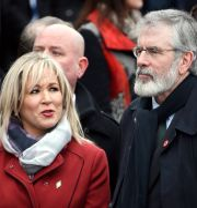 Sinn Féins ledare Michelle O'Neill och Gerry Adams.  Alastair Grant / TT / NTB Scanpix