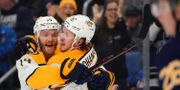 Mattias Ekholm och lagkamraten Ryan Johansen.  Kevin Hoffman / GETTY IMAGES NORTH AMERICA