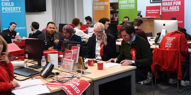Valarbetare för Labourpartiet. ANDY BUCHANAN / AFP