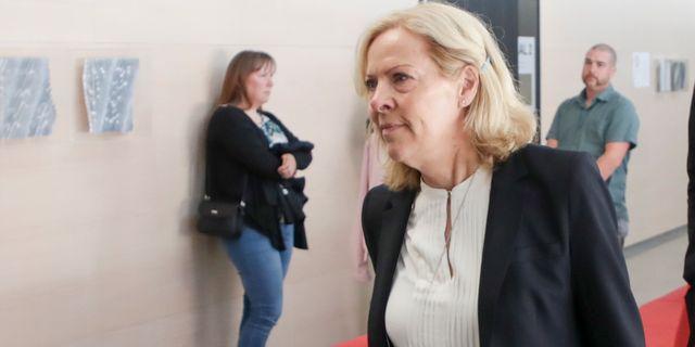 Den åtalade mannens advokat Beatrice Rämsell anländer till rättegången. Adam Ihse/TT / TT NYHETSBYRÅN