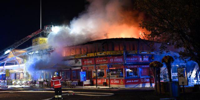 En brand har brutit ut på Bakken.  Thomas Sjørup / TT NYHETSBYRÅN