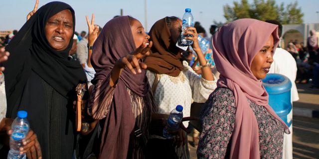 Demonstranter i Sudan. STRINGER / TT NYHETSBYRÅN