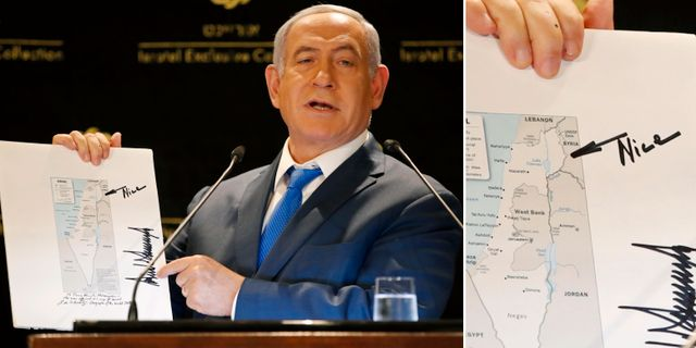 """Benjamin Netanyahu visar upp den karta som Trump skickade med Jared Kushner. Presidenten har skrivit """"nice"""" på kartan som visar de annekterade Golanhöjderna som israeliskt territorium. TT"""