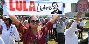 Demonstranter kräver Lulas frigivning.  EVARISTO SA / AFP