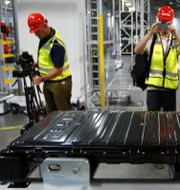 Ett av Teslas batterier visas upp.  Rich Pedroncelli / TT NYHETSBYRÅN