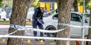 Polisen undersöker brottsplatsen.  Ulf Palm /TT / TT NYHETSBYRÅN