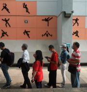 Vaccinationskö i Hongkong. Kin Cheung / TT NYHETSBYRÅN