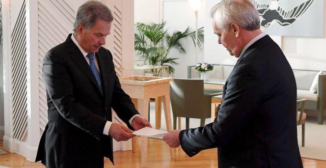 President Sauli Niinistö tar emot Rinnes avskedsansökan. LEHTIKUVA / TT NYHETSBYRÅN