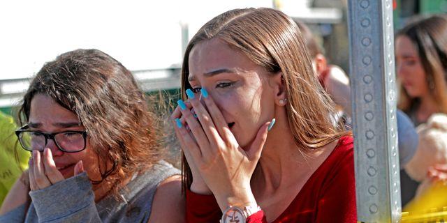 Elever som kunnat lämna skolan efter skjutningen. John McCall / TT NYHETSBYRÅN