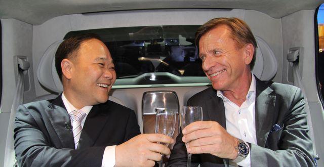 Volvo Cars styrelseordförande Li Shufu och bolagets vd Håkan Samuelsson KARIN OLANDER / TT / TT NYHETSBYRÅN