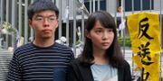 Aktivisterna Joshua Wong och Agnes Chow under ett medieframträdande i juni. Kin Cheung / TT NYHETSBYRÅN