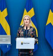 Socialminister Lena Hallengren (S). Jessica Gow/TT / TT NYHETSBYRÅN