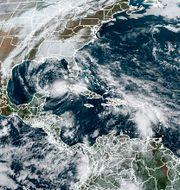 Satellitbild från NOAA som visar stormarna Eta i Mexikanska gulfen, Theta och det som skulle bli Iota TT NYHETSBYRÅN
