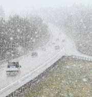 Snöfall på motorväg/Illustrationsbild Fredrik Sandberg/TT / TT NYHETSBYRÅN