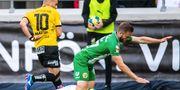 Solheim tacklades omkull av Paulinho. DANIEL STILLER / BILDBYRÅN