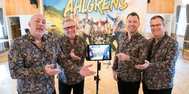 Dansbandet Micke Ahlgrens liveuppträder utan publik. Fredrik Sandberg/TT / TT NYHETSBYRÅN