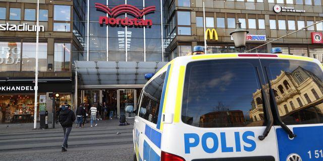 Poliser utanför Nordstan. Thomas Johansson/TT / TT NYHETSBYRÅN
