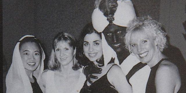 Bilden är tagen på en fest på en skola där Trudeau arbetade som lärare. Time.com