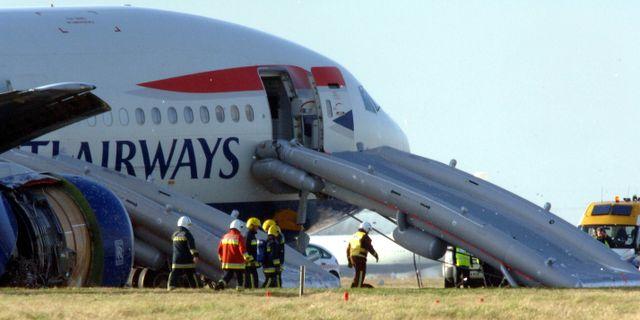 Minst 93 doda i flygkrasch