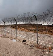 Ett stängsel vid Israels gräns mot Västbanken. Oded Balilty / TT NYHETSBYRÅN